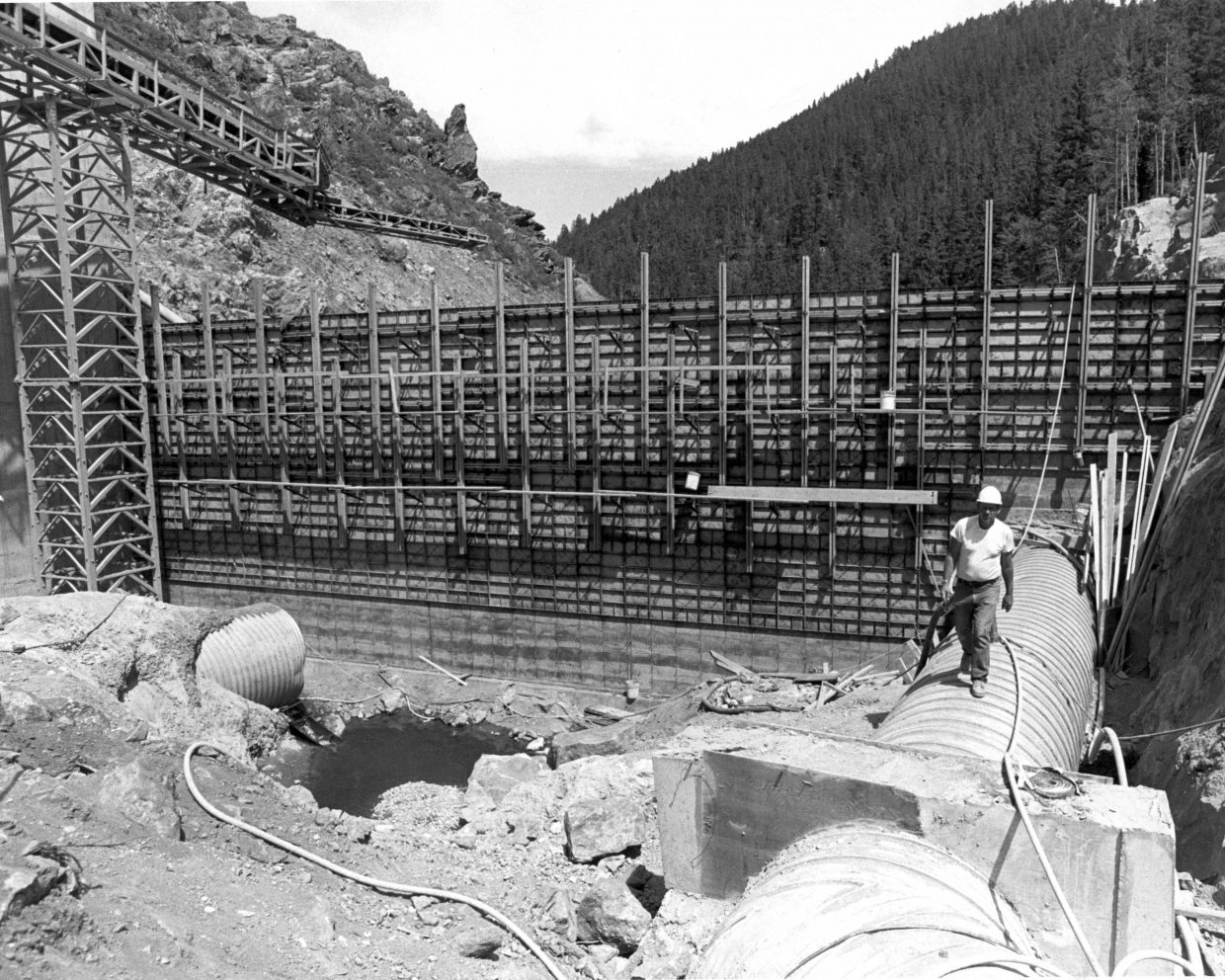 Construction of Stagecoach dam in August 1988.