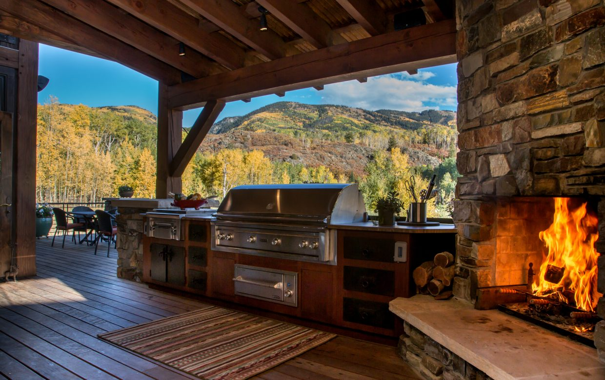 Outdoor kitchens prove popular in steamboat springs for Outdoor kitchen set