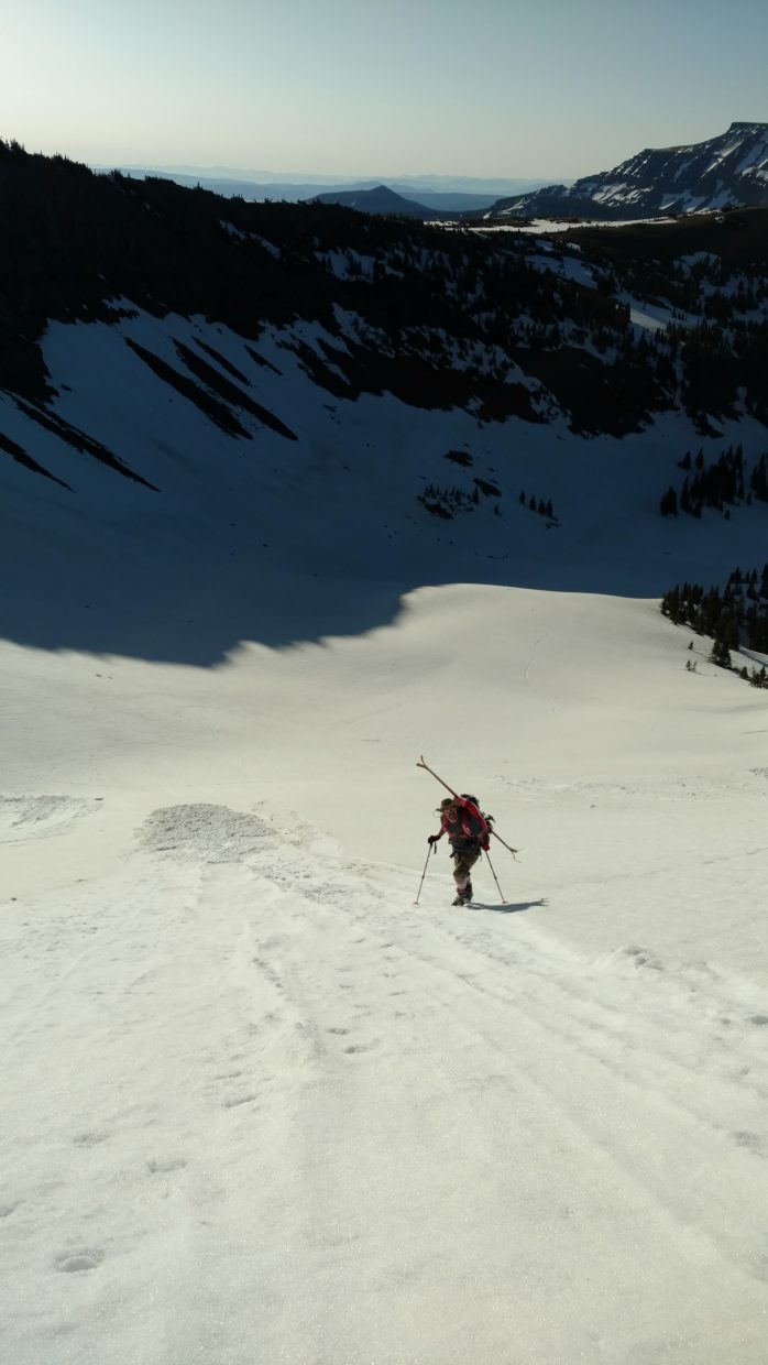 Last weekend we opted not to do the causeway bowl because of avalanche concerns so we thought we better go back and get her. It's tradition. My companion is Andy Benjamin. (Skier)
