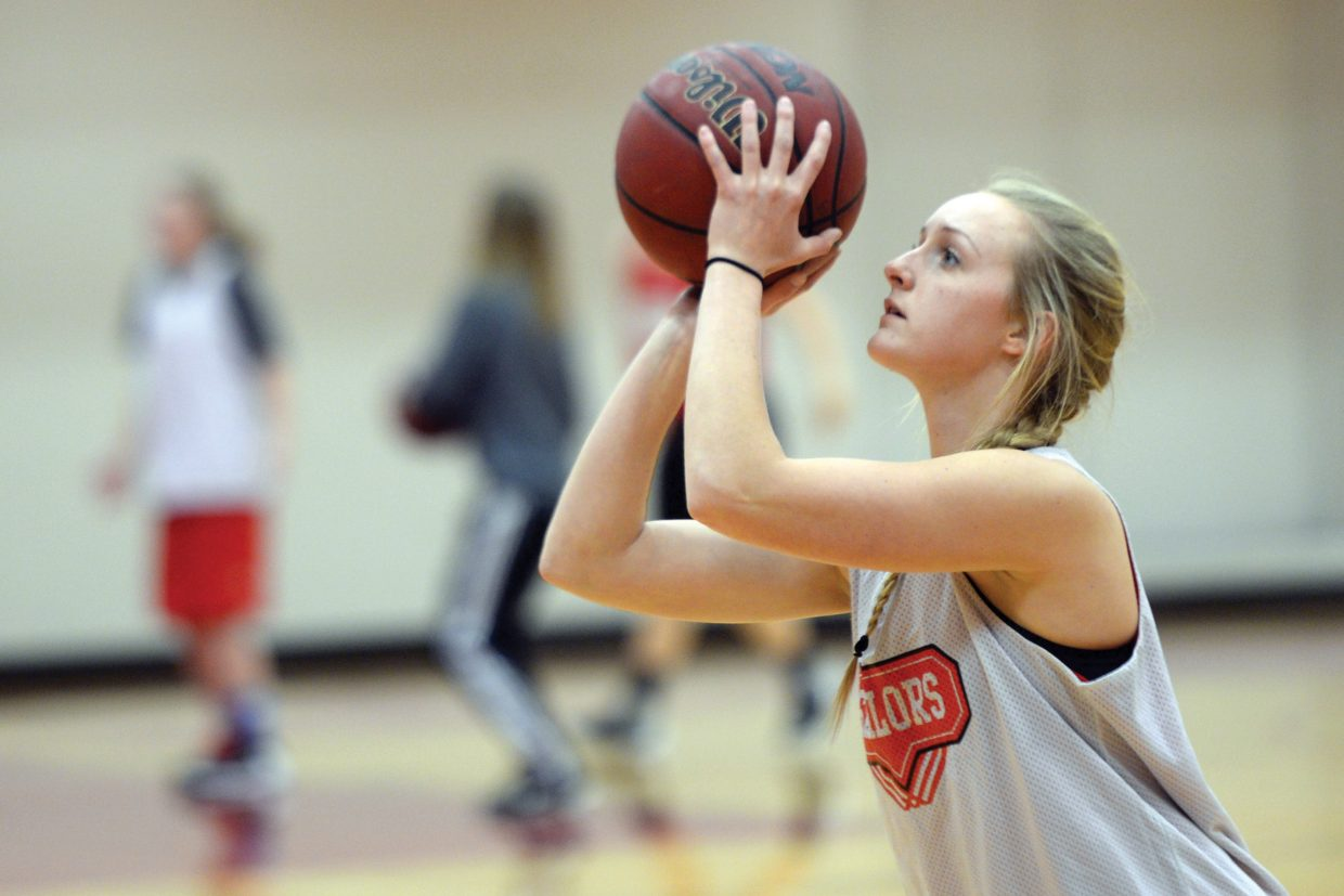 Steamboat Springs senior Kady Look works on her shot during practice Monday. The Sailors will host Battle Mountain today in the league opener.
