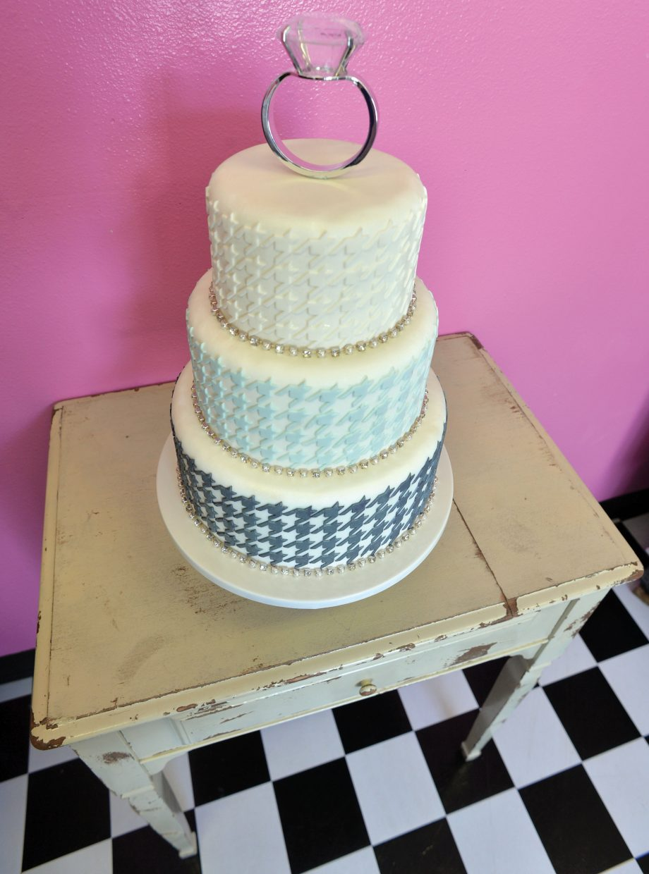 Cupcake Mini Bar owner Cassie Piper's award-winning cake, which was featured in Rocky Mountain Bride.