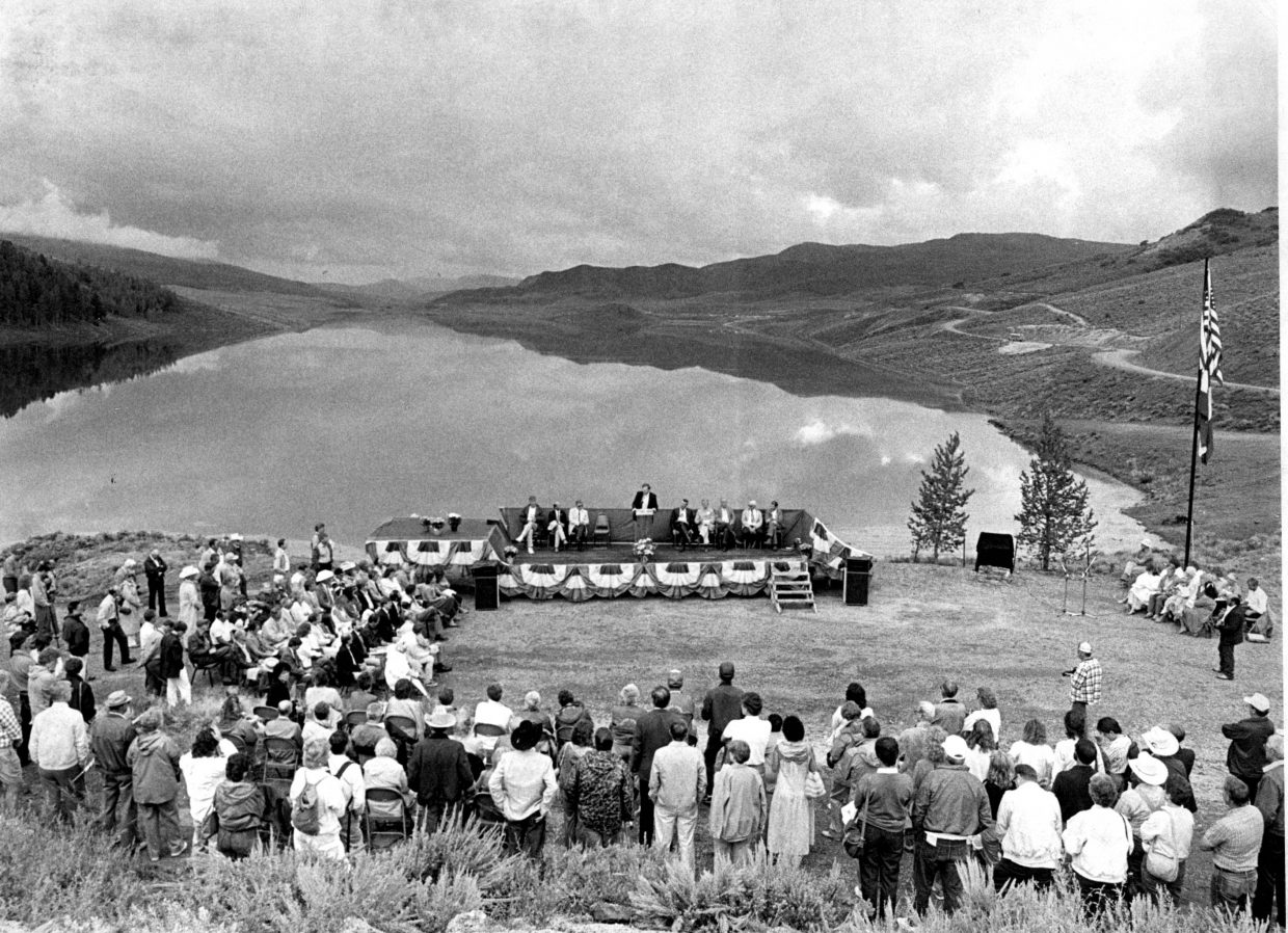 Dedication of Stagecoach damn in August 1989.