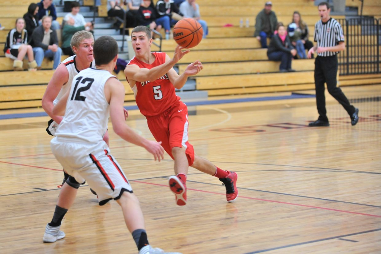 Steamboat's Robi Powers makes a no-look pass to a teammate in the second quarter Thursday in Gypsum.
