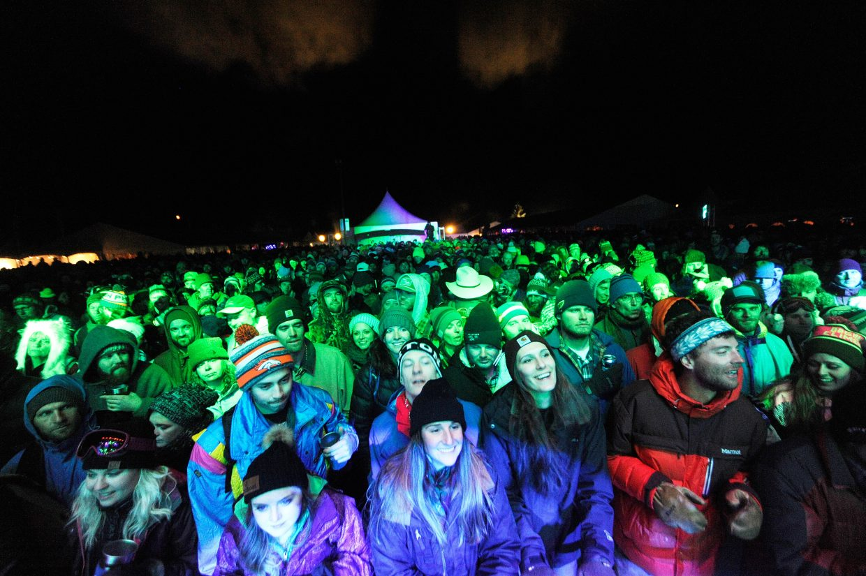 The crowd listens to Leftover Salmon perform at WinterWonderGrass.
