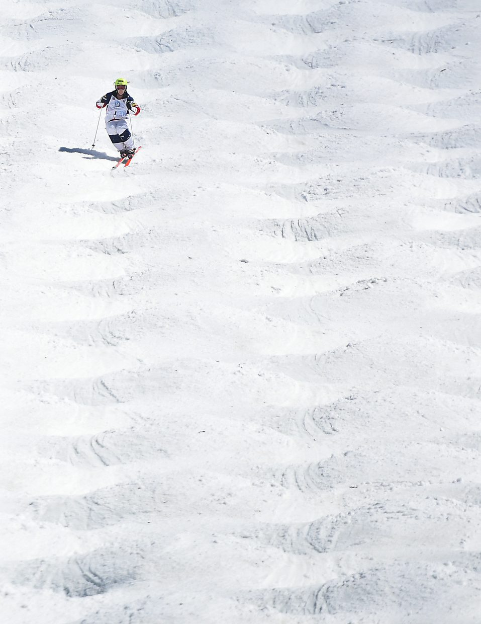 Hannah Kearney rips through the moguls Friday on her way to a national championship.