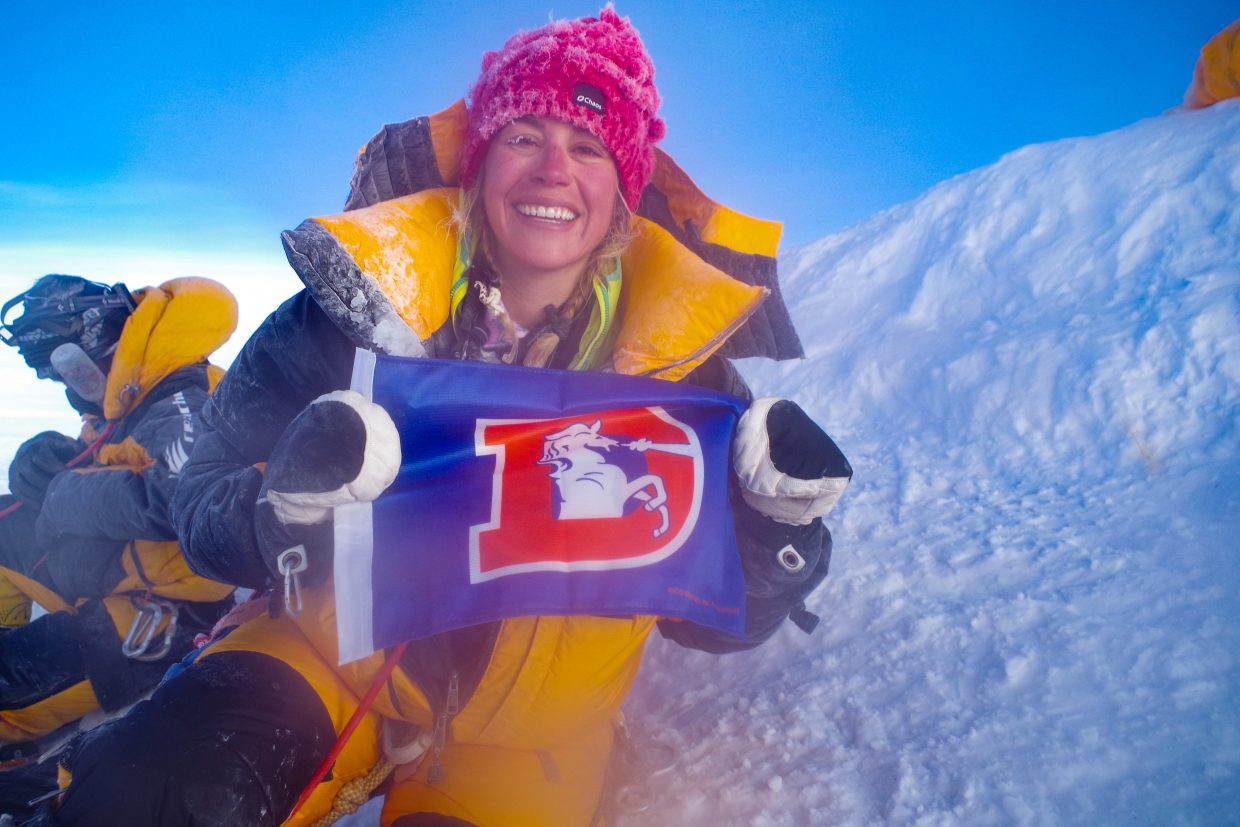 Kim Hess celebrates the Denver Broncos from the summit of Mount Everest. Her dedication to the team caught some attention, and the Broncos organization itself shared the photo on social media.