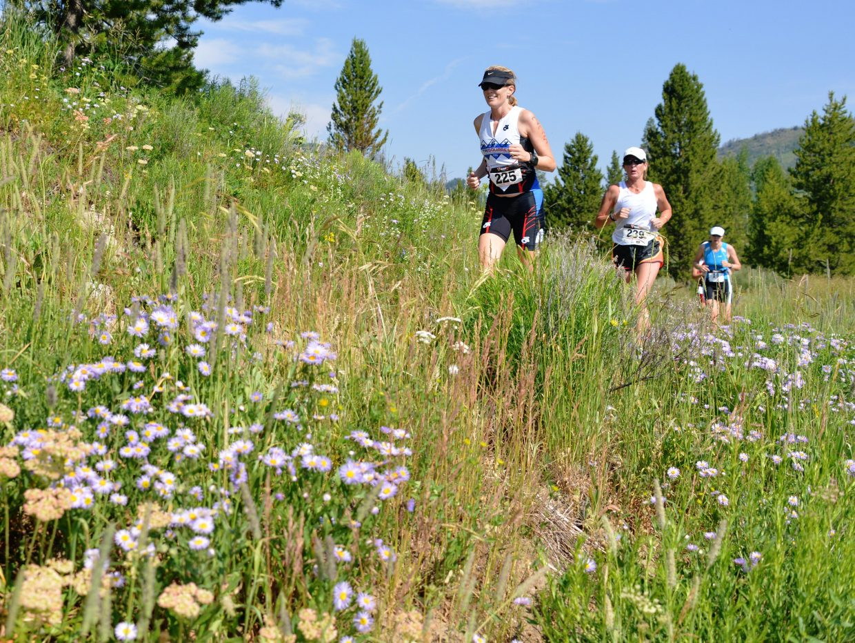 Lisa Stearns leads a group of runners Sunday during the Steamboat Lake Sprint Triathlon.