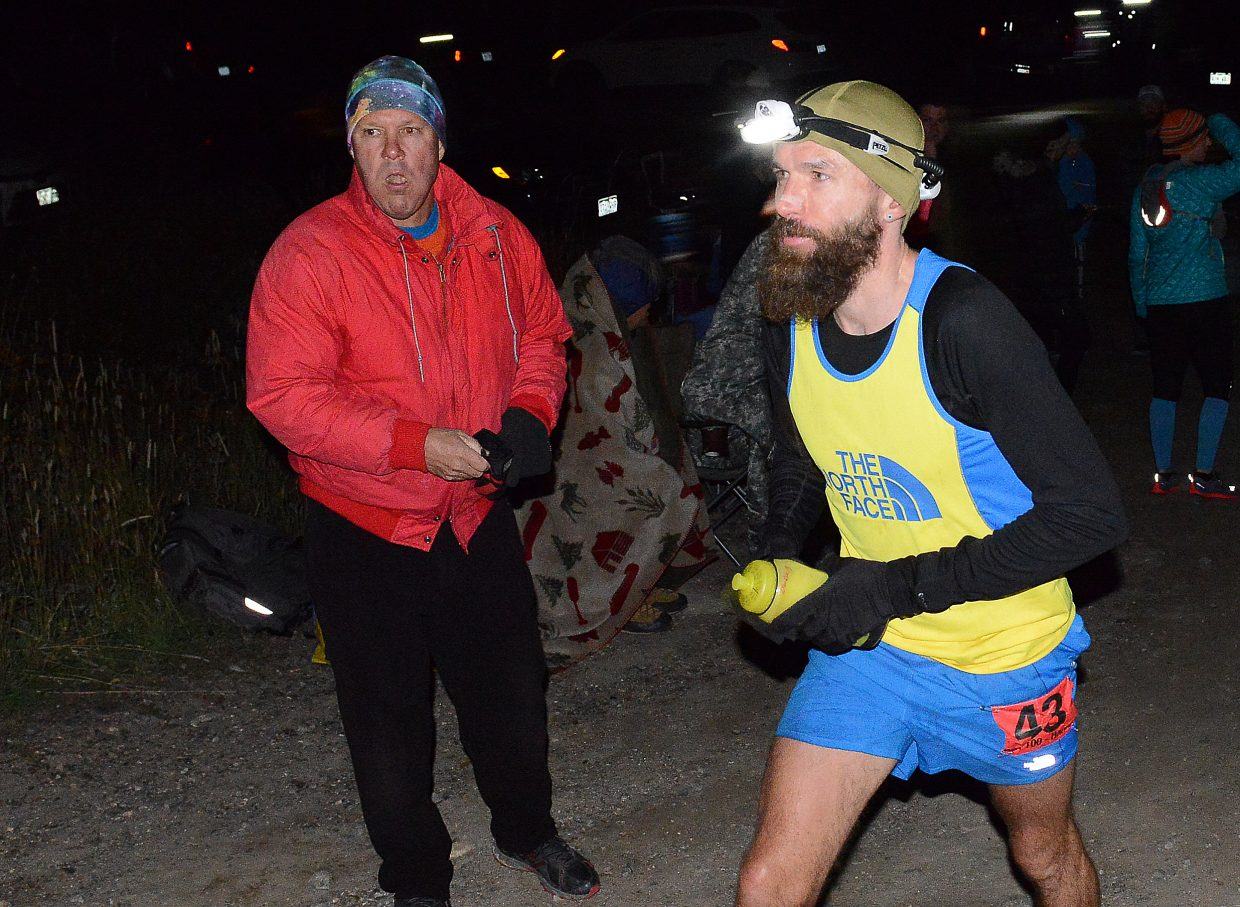 Rob Krar jogs through the Dry Lake Campground aid station soon after breaking away from the pack. He eventually would win the race and claim its $12,000 first prize.