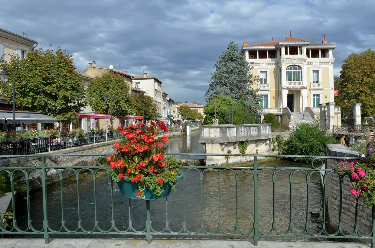The Provencale city of Isle sur la Sorgue in southern France enjoys a mild October climate. The city is dotted with wooden water wheels along the spring-fed Sorgue River, which contains brown trout.