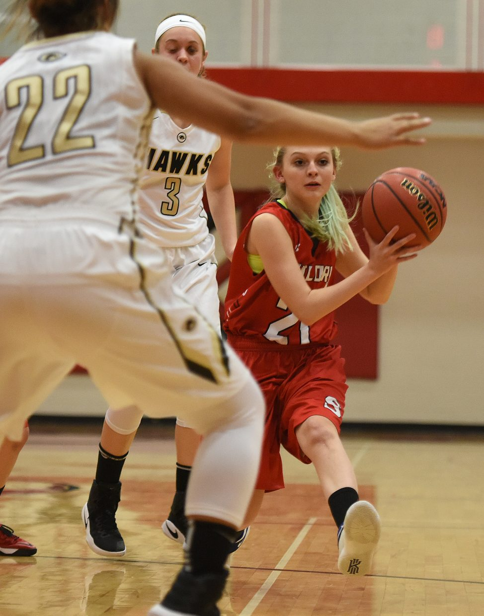 Steamboat's Danaka Bradshaw dishes a pass Friday against Prairie View.
