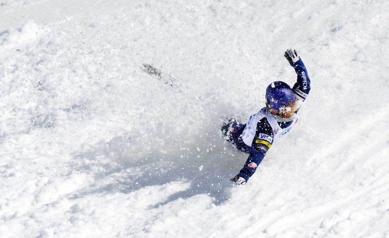 Madison Varmette fell victim to the slushy landing zone in Saturday's U.S. aerials women's championship.