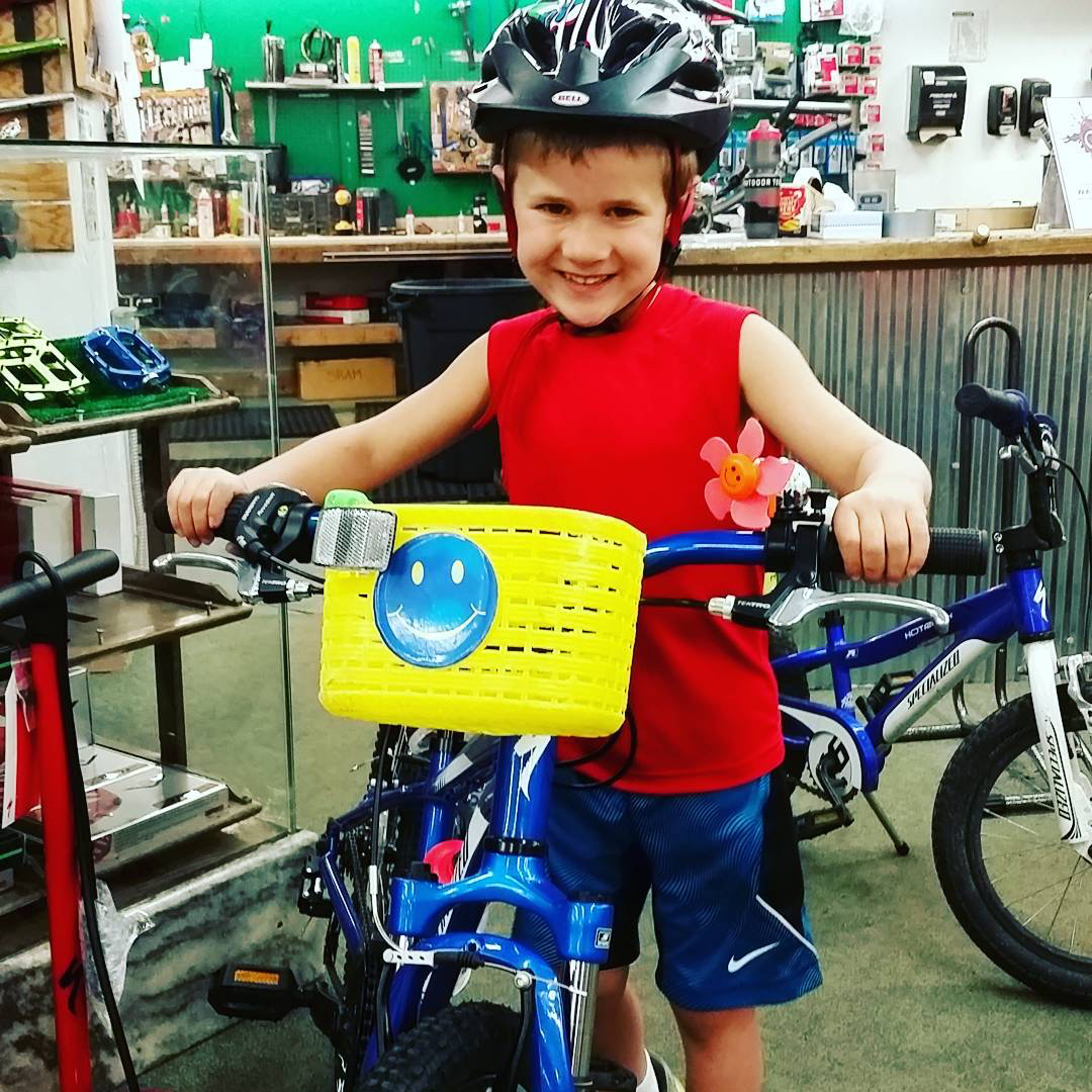 Rollin' in style! So stoked to be moving up to his big boy bike. @skihaussteamboat