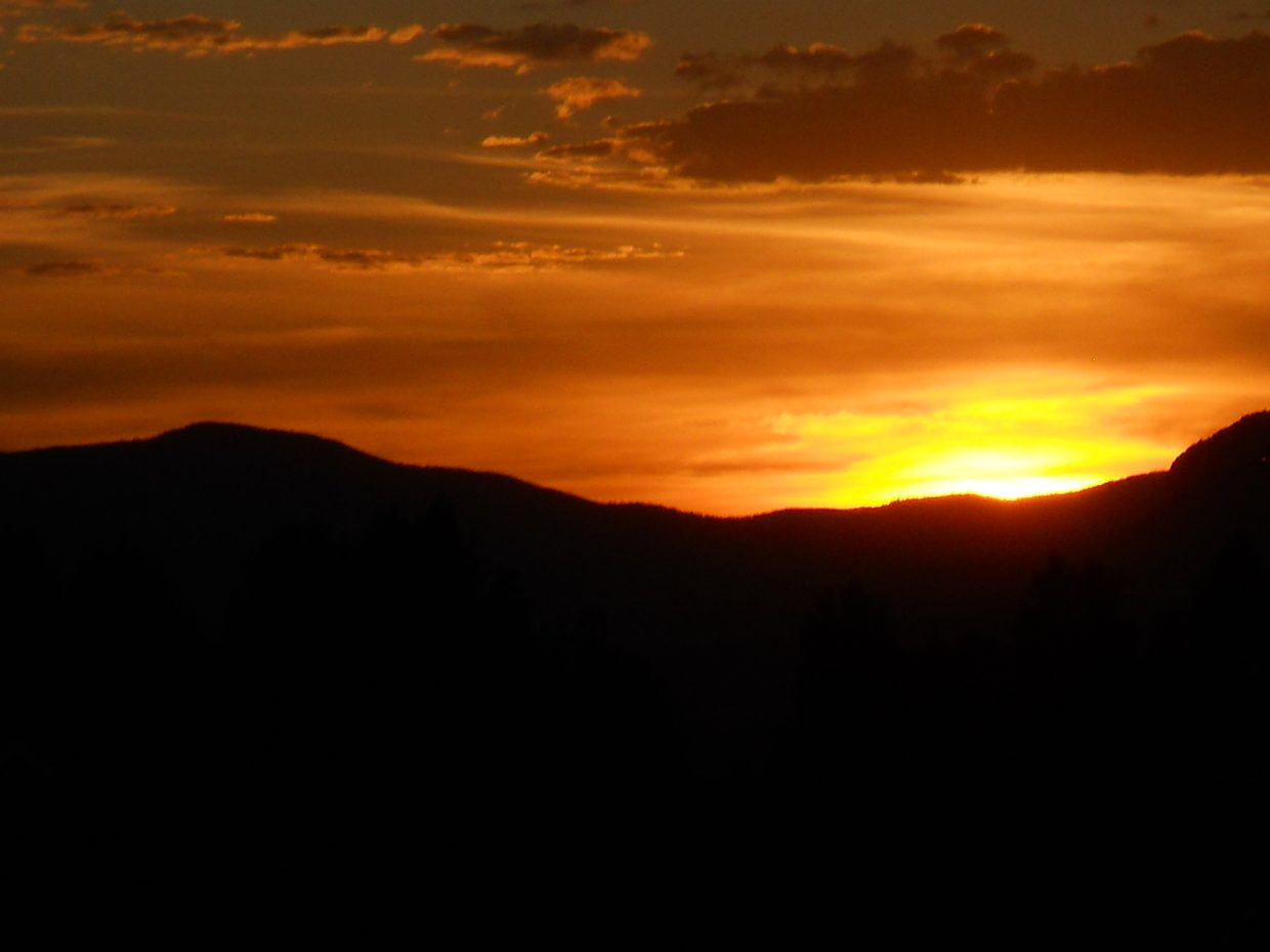 An evening sunset taken from Storm Mountain Court. Submitted by Roxie Pranger.
