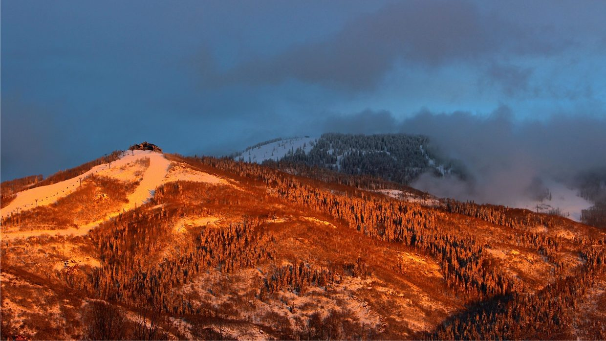 Alpenglow sunset. Submitted by: Ryan Lohan