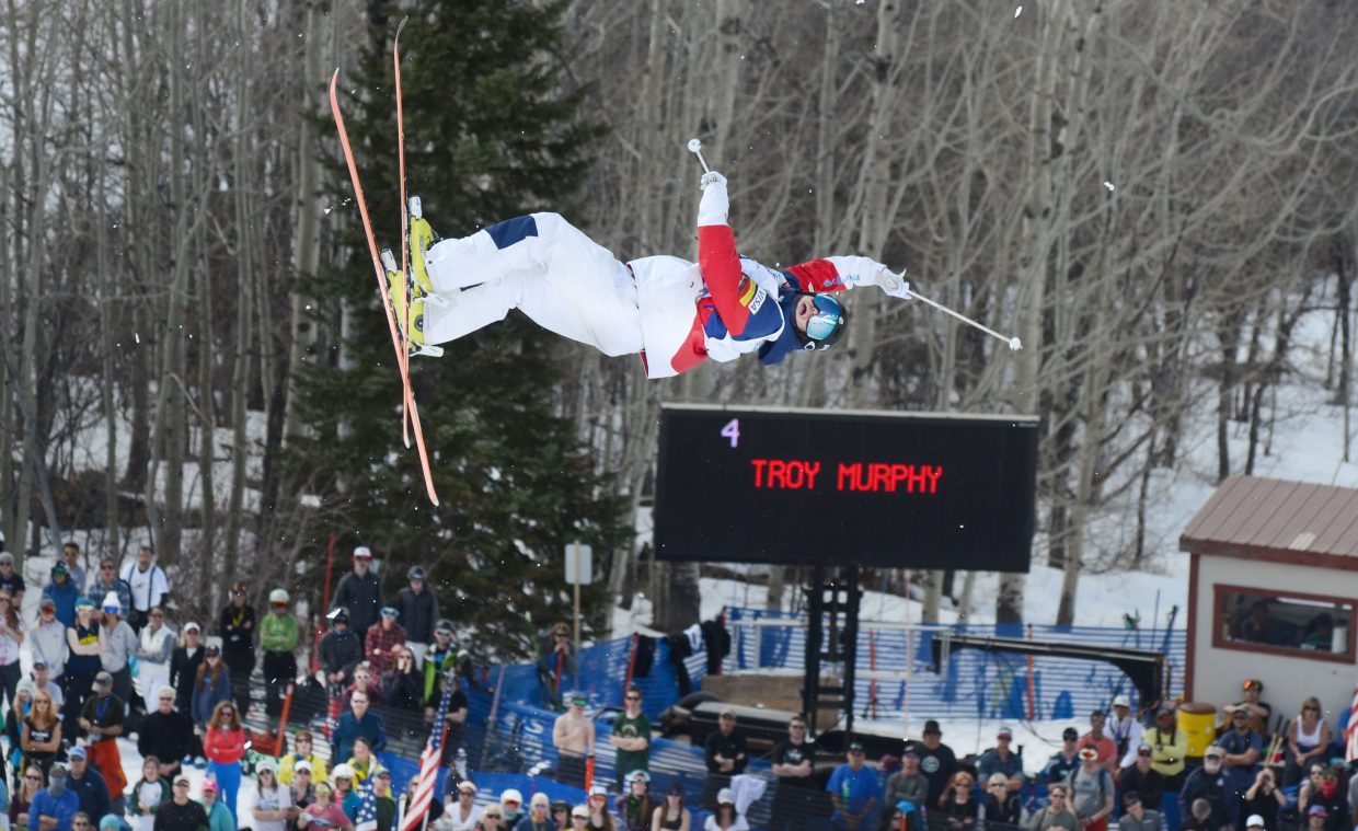 U.S. Ski Team's Troy Murphy threw down a huge run in Friday's U.S. Freestyle Championships men's moguls finals, storming back from eighth place to win.