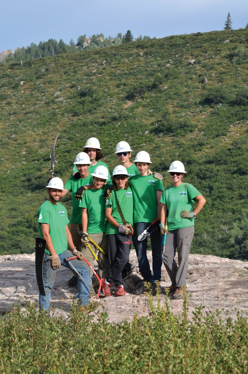 Rocky Mountain Youth Corps team poses.