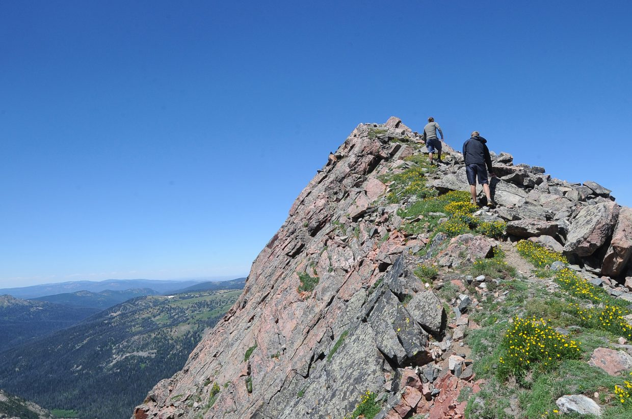 The final steps up to the summit of Mount Zirkel are not suitable for those who fear heights.