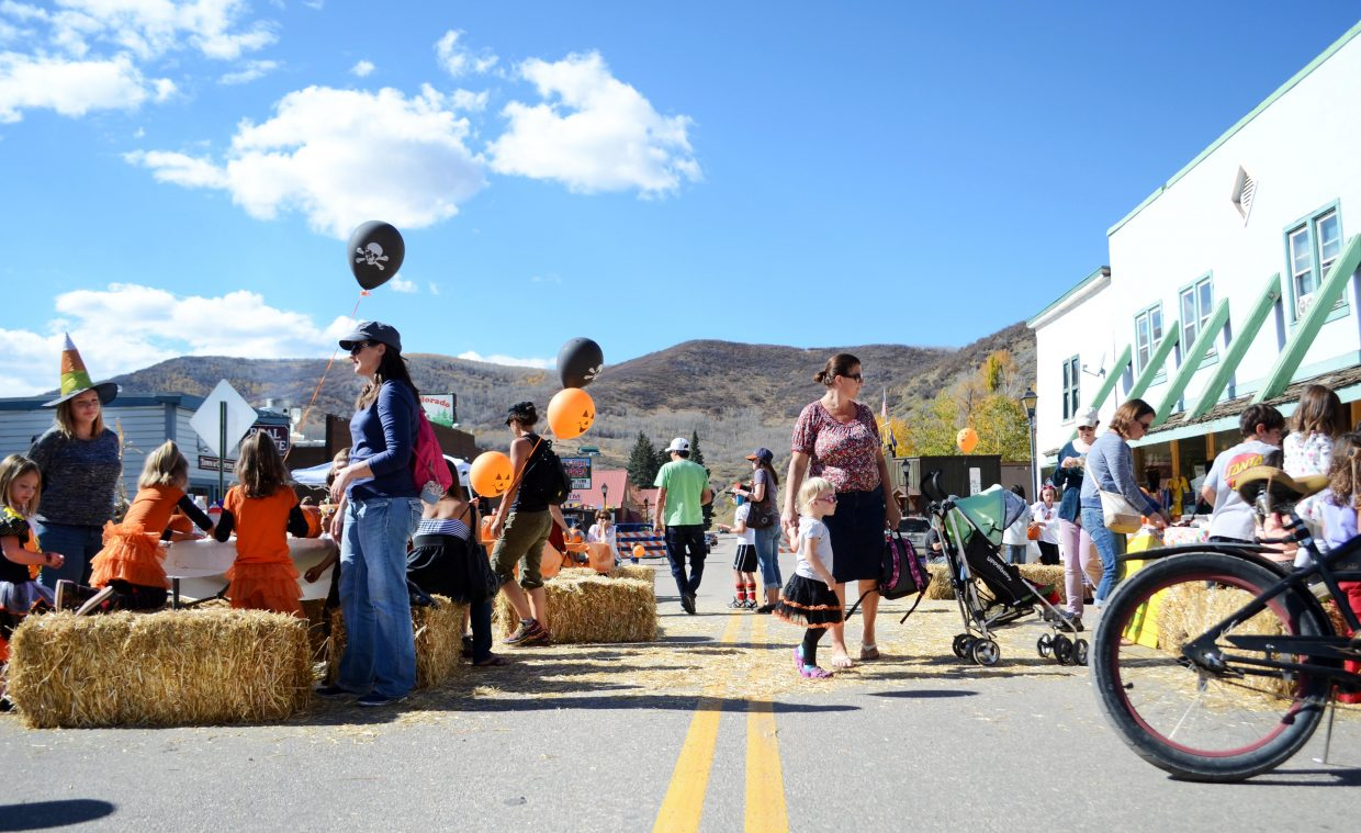 Plenty of families and pets took to Oak Creek's Main Street on Sunday for the 2014 Oaktoberfest.