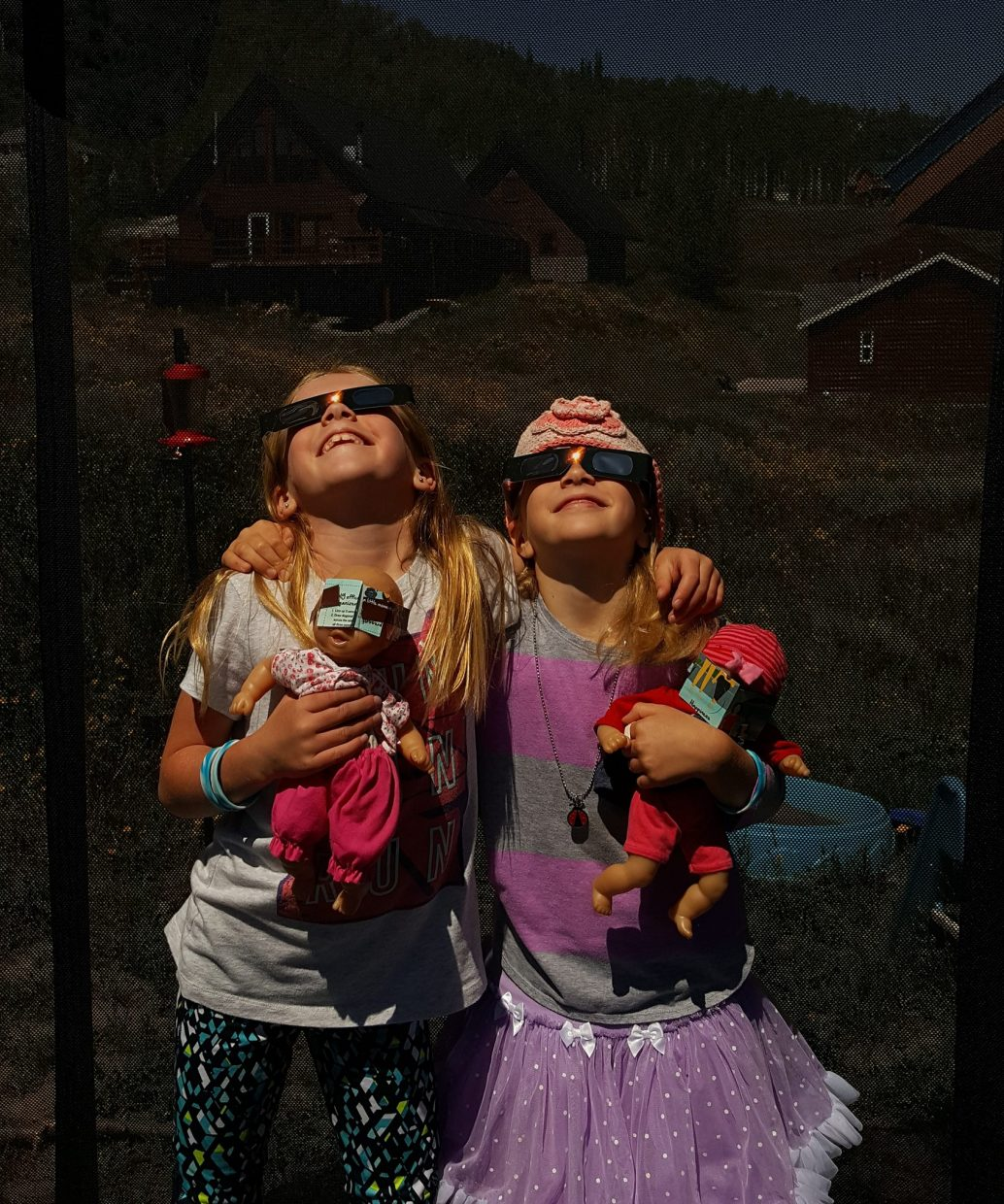 Kids waiting and watching the eclipse.