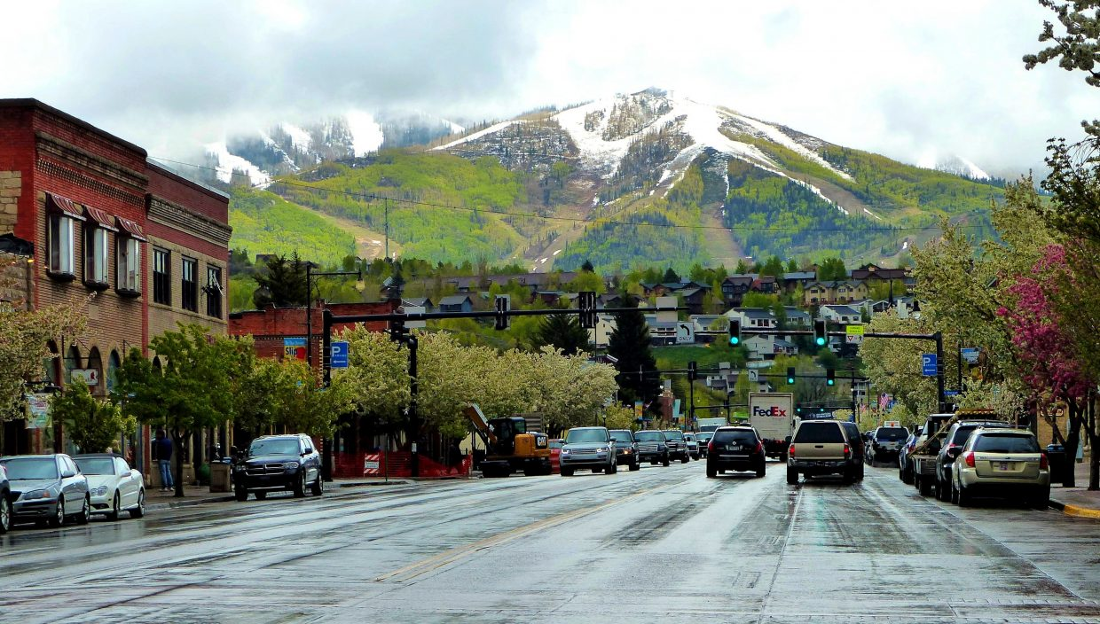 Here is a rainy picture of Lincoln Avenue. You can see some snow up at the top of the gondola building, on the Heavenly Daze run. Submitted by Shannon Lukens.
