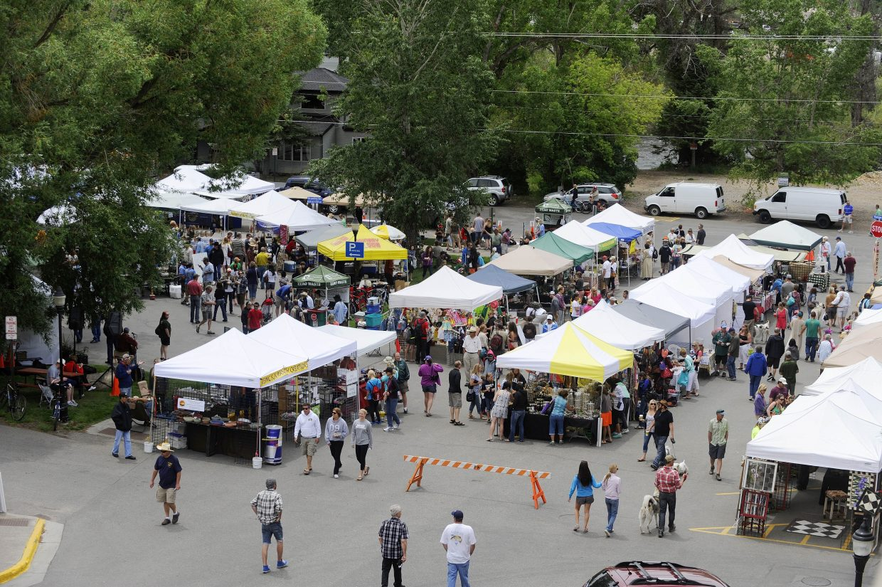 People pack the Mainstreet Steamboat Springs Farmers Market, which kicks off for the summer Saturday.