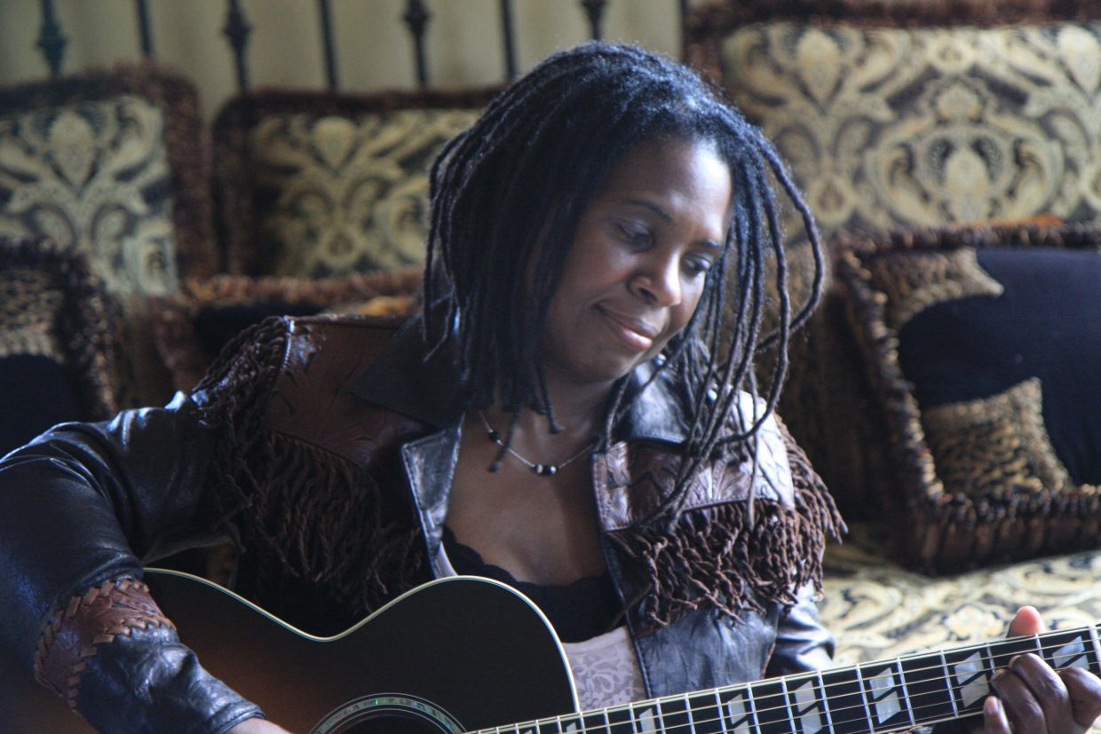 """Guitarist and singer Ruthie Foster channels gospel, blues and soul in her 2012 release """"Let It Burn."""" She will play Strings Music Pavilion on Tuesday for a special Valentine's Day show with gospel singer-songwriter Paul Thorn."""