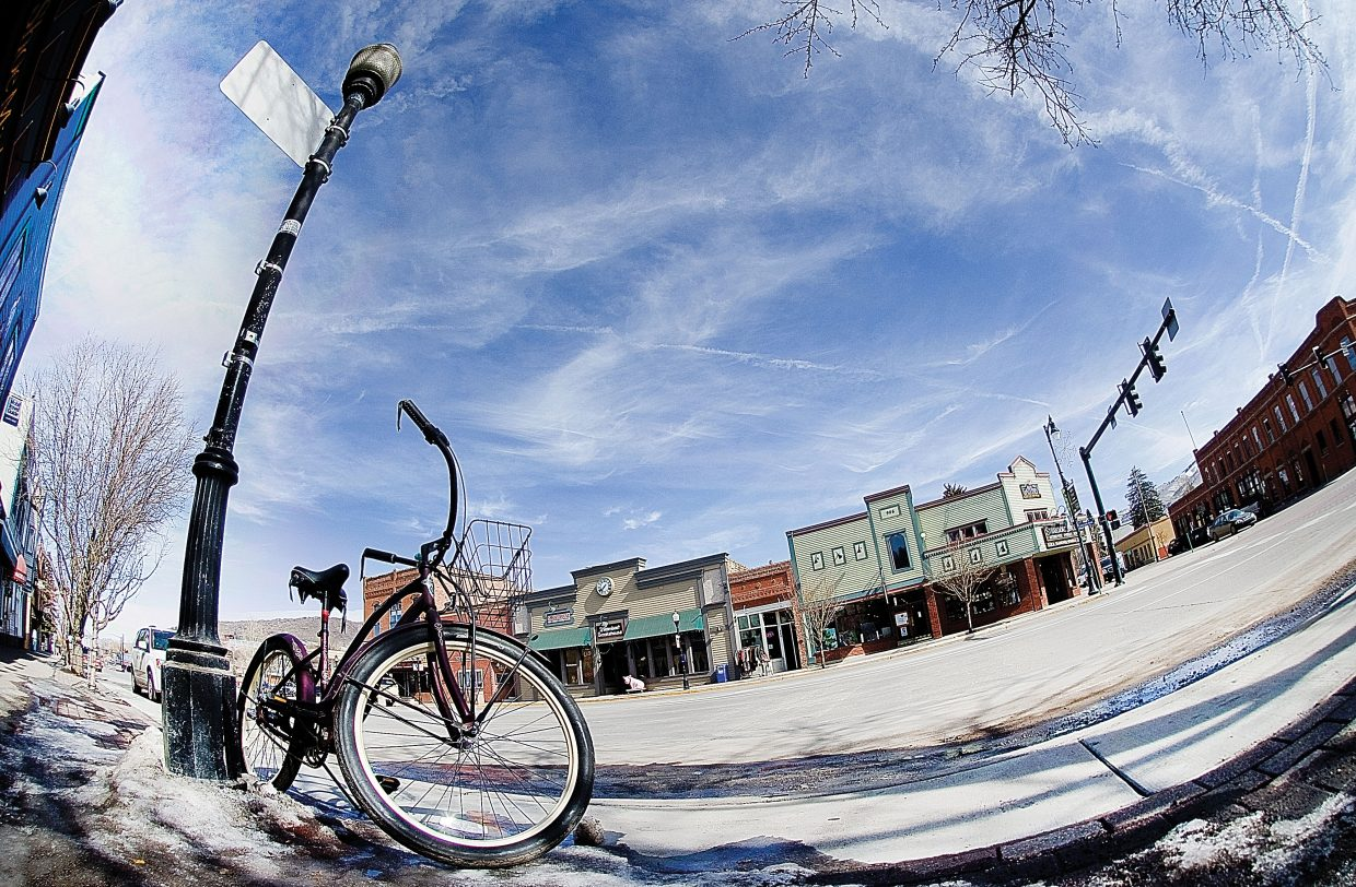 A bike sits in front of a light post in downtown Steamboat Springs.