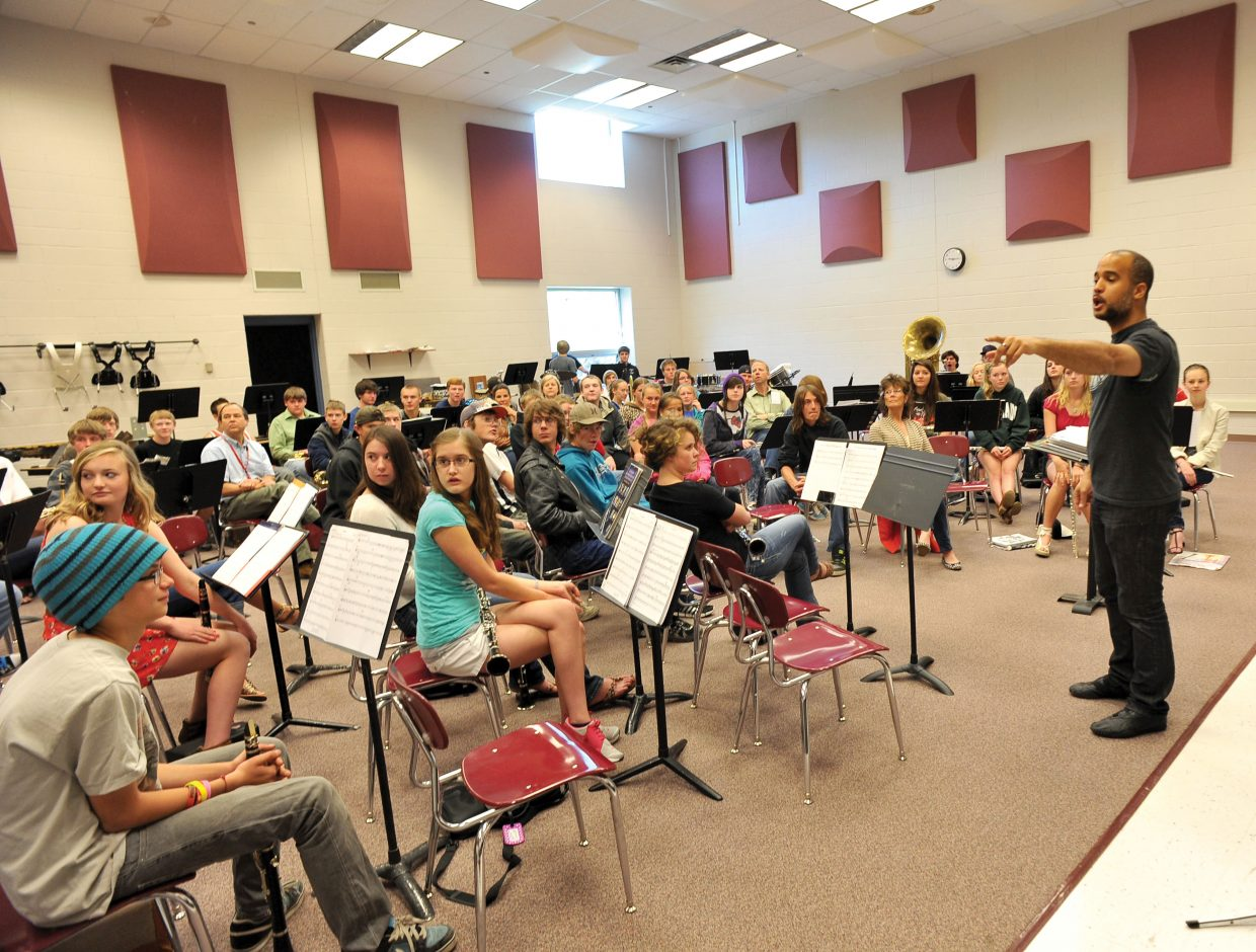 Daniel Bernard Roumain, a classically trained composer, performer and violinist, works with band students Tuesday at Steamboat Springs High School.