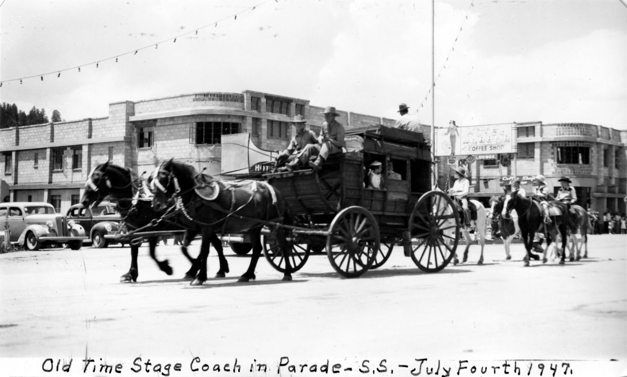 An old stagecoach rolls through the 1947 Fourth of July parade in front of the Harbor Hotel.