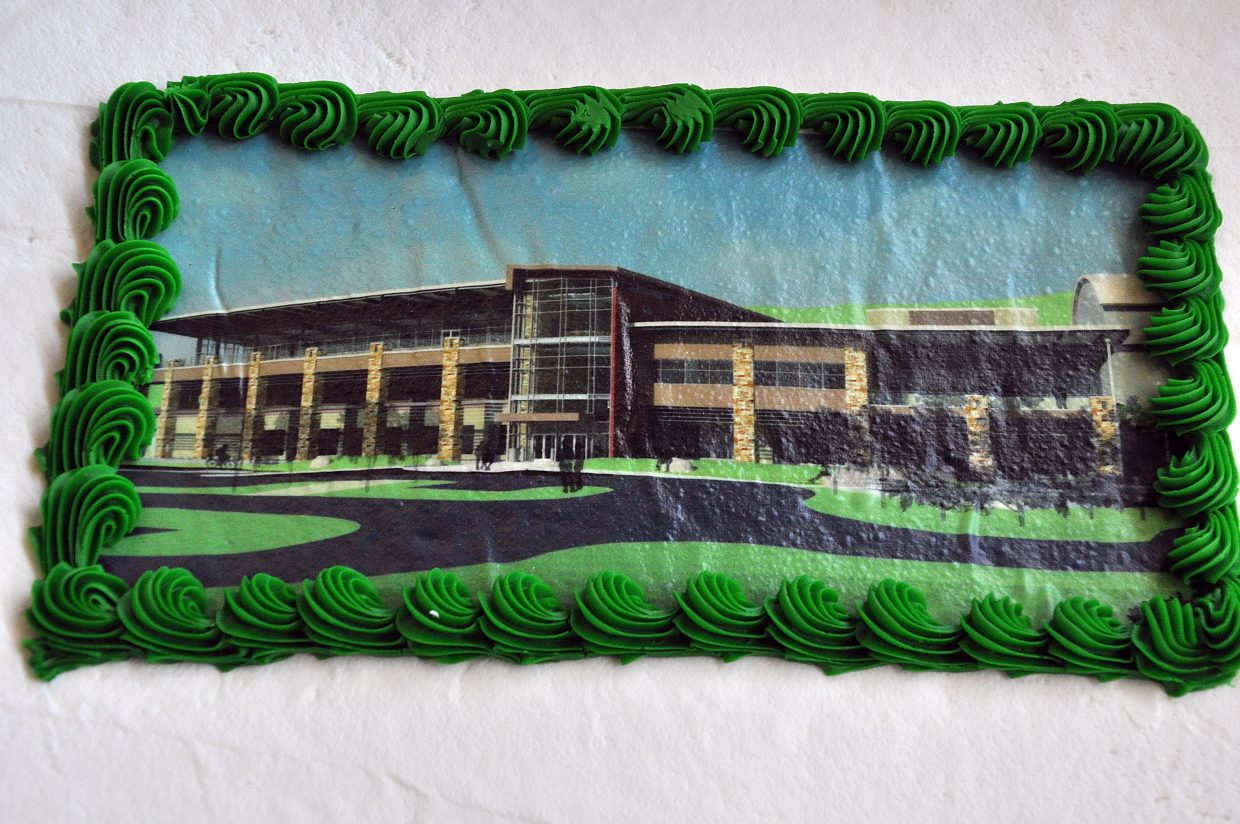 The grand opening party featured two cakes adorned with a print of the new academic center.