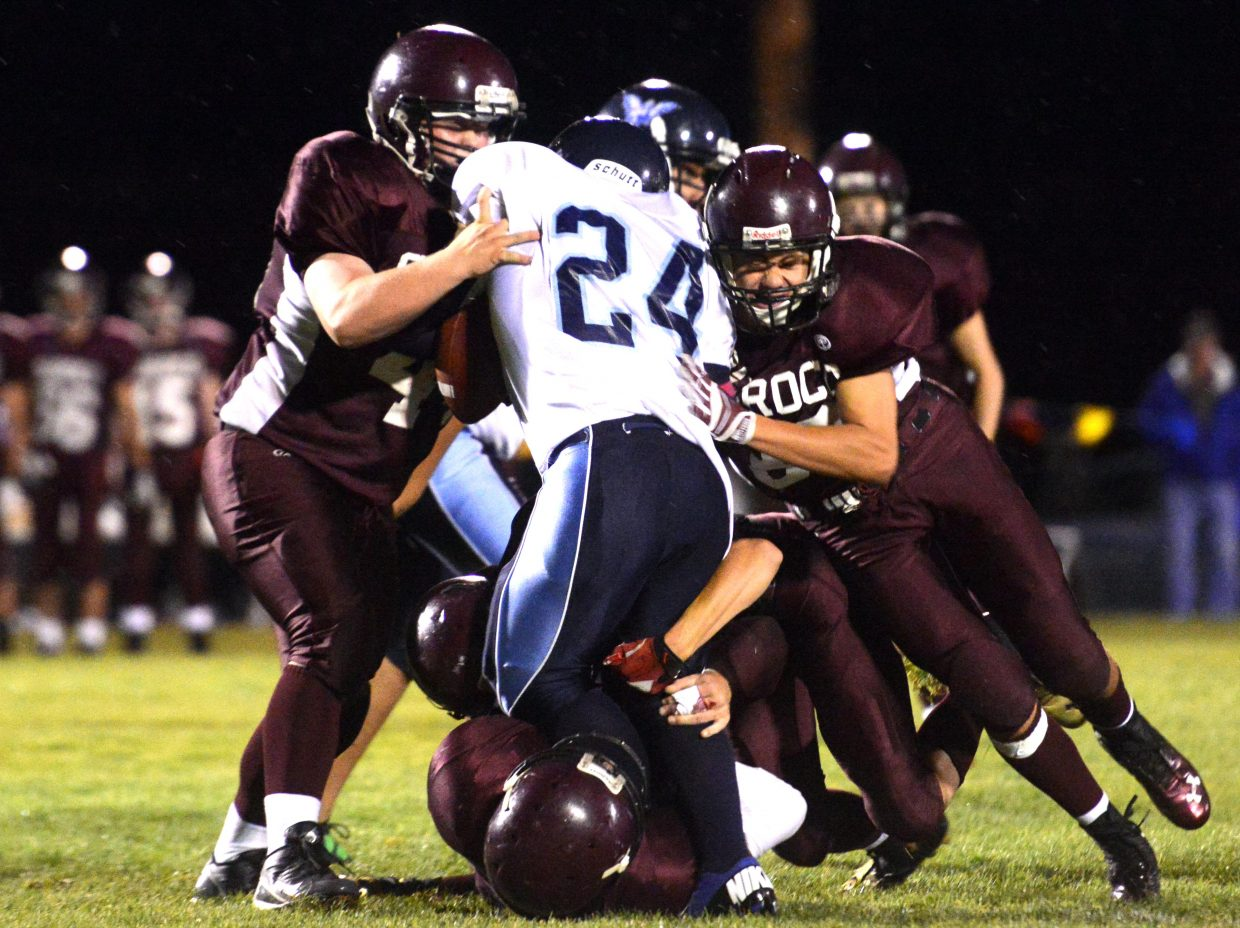 The Soroco defense swarms Friday against Justice.