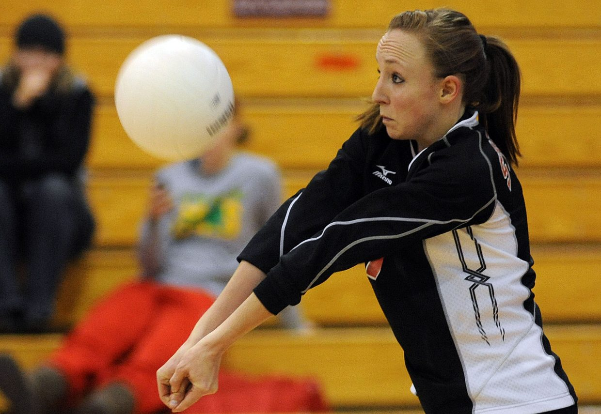 Kailee Duryea receives a serve Saturday against Palisade.
