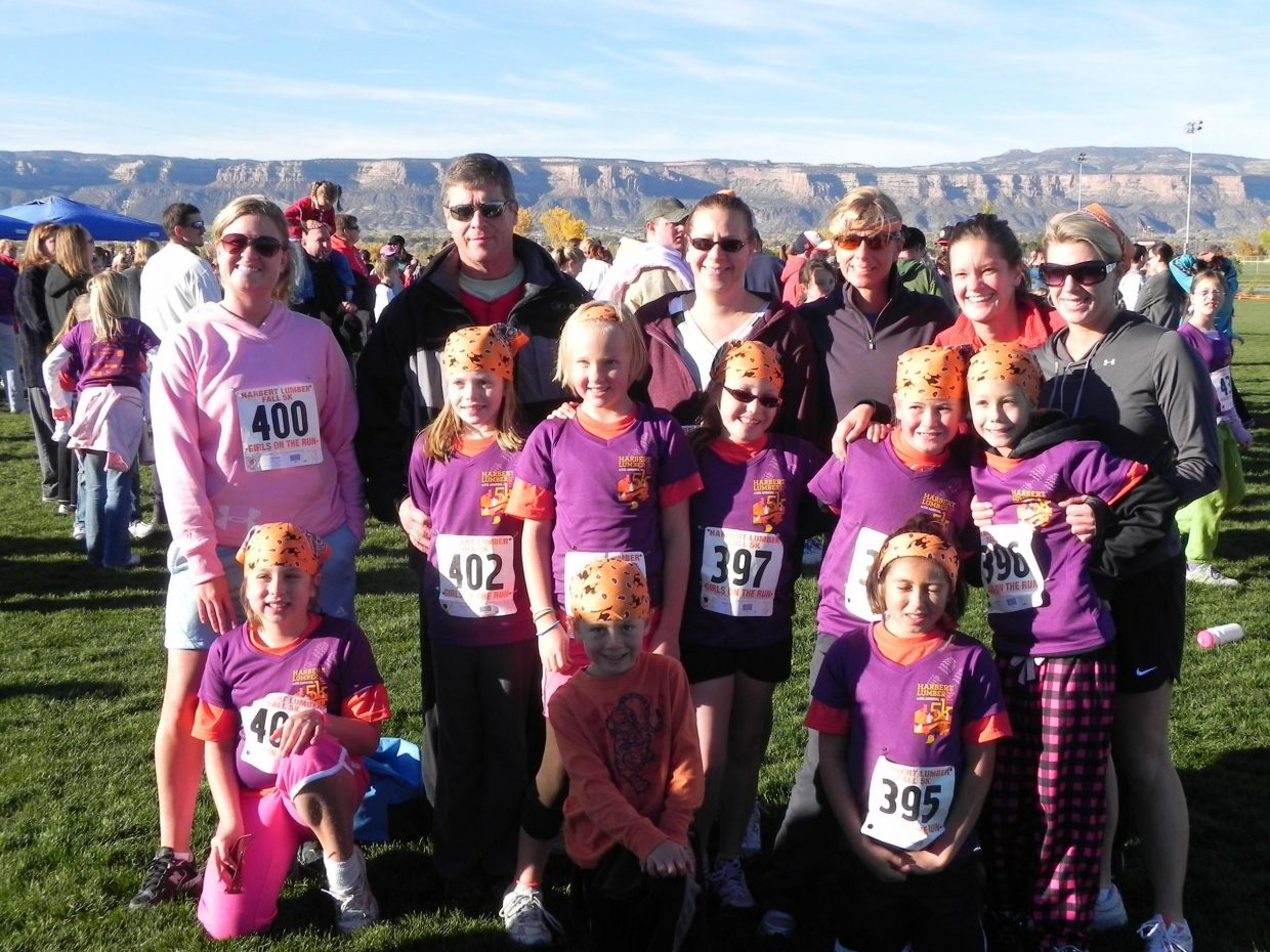 Girls from Hayden Valley Elementary School, their parents and coaches during the Harbert Lumber Fall 5K.
