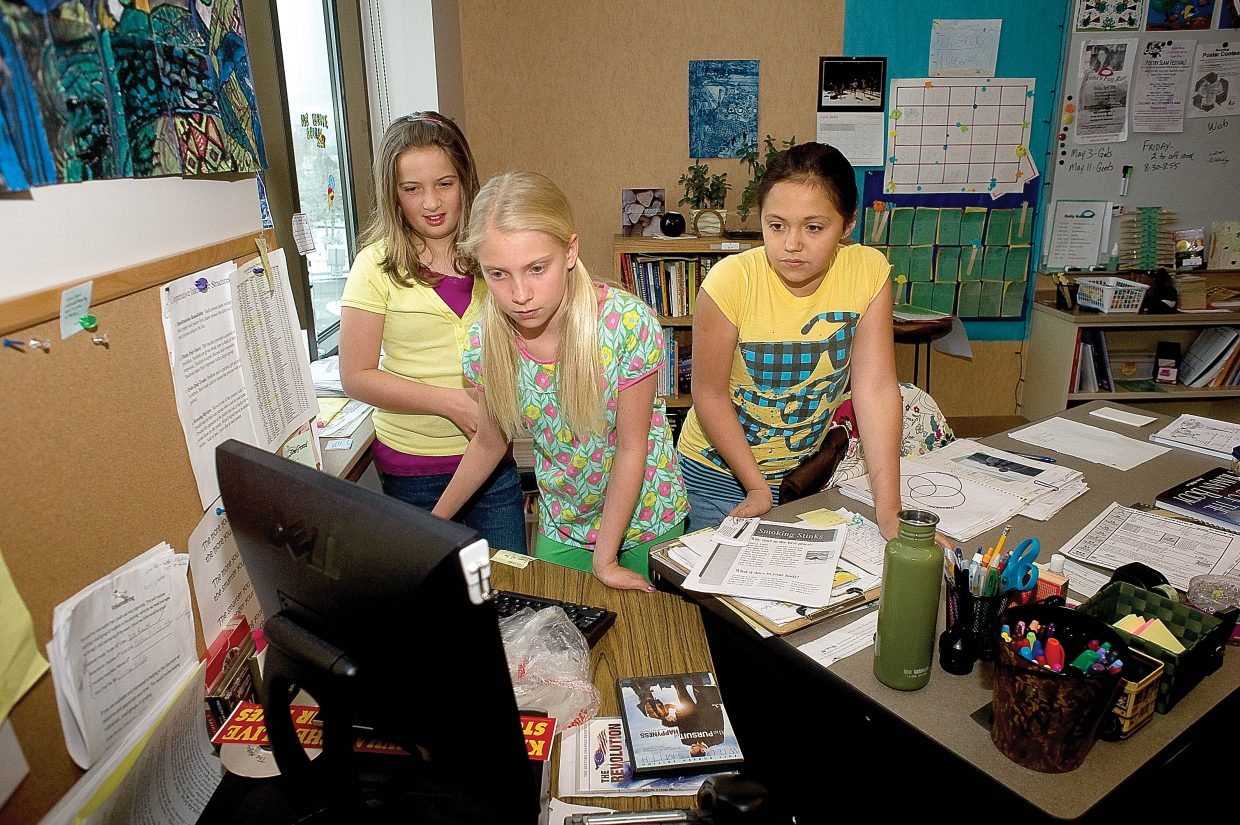 Fifth grader Keala Fraioli, middle, prepares a computer slideshow for an anti-smoking presentation at Soda Creek Elementary School on Thursday. Keala along with classmates Sierra Good, right and Morgan Reynolds, have given the presentation to several classes in an effort to raise awareness about the health risks association with smoking and it's affects on the body.