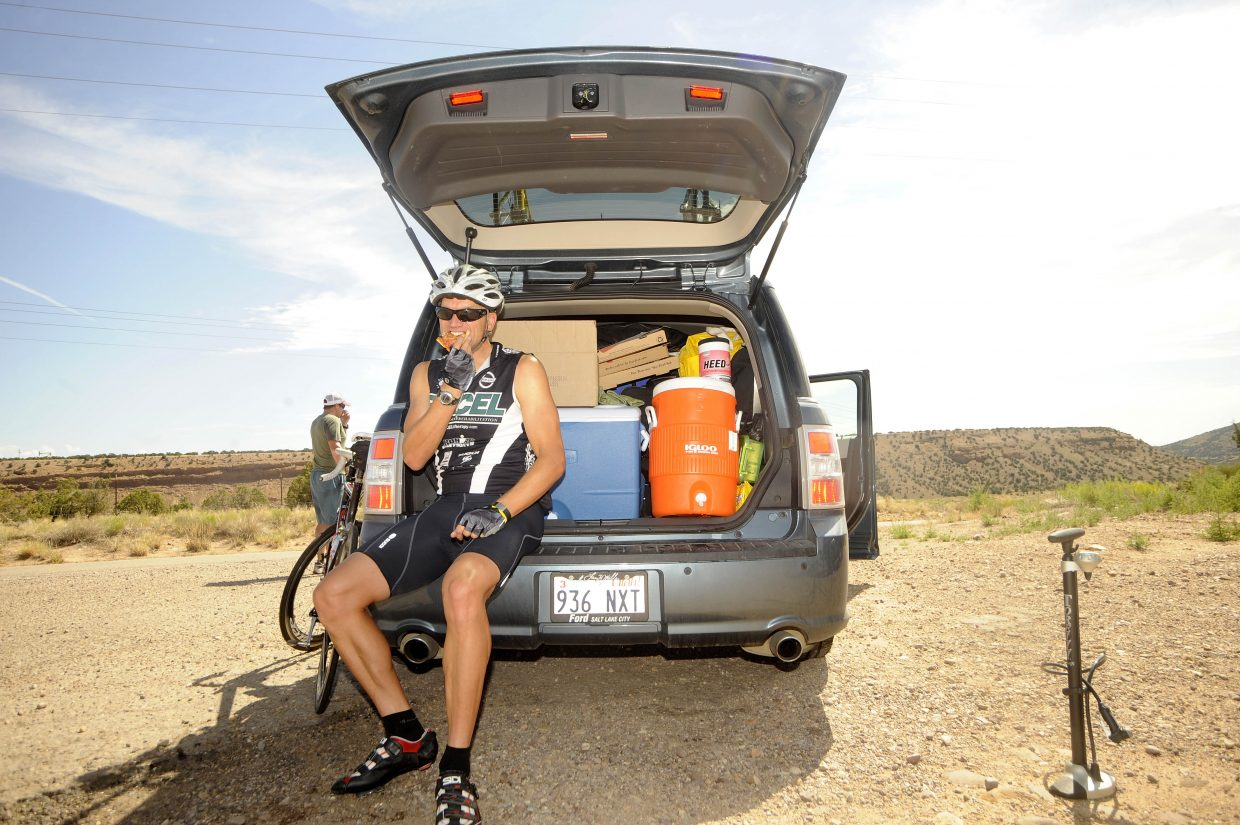 Mark Satkiewicz eats leftover pizza before riding into the LC Ranch in Altamont, Utah.