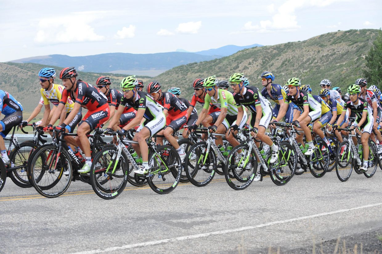 Overall leader Morton in yellow and Sagan in green sprinter jersey in the peloton climbing the second sister. Submitted by: Lee McShane Cox
