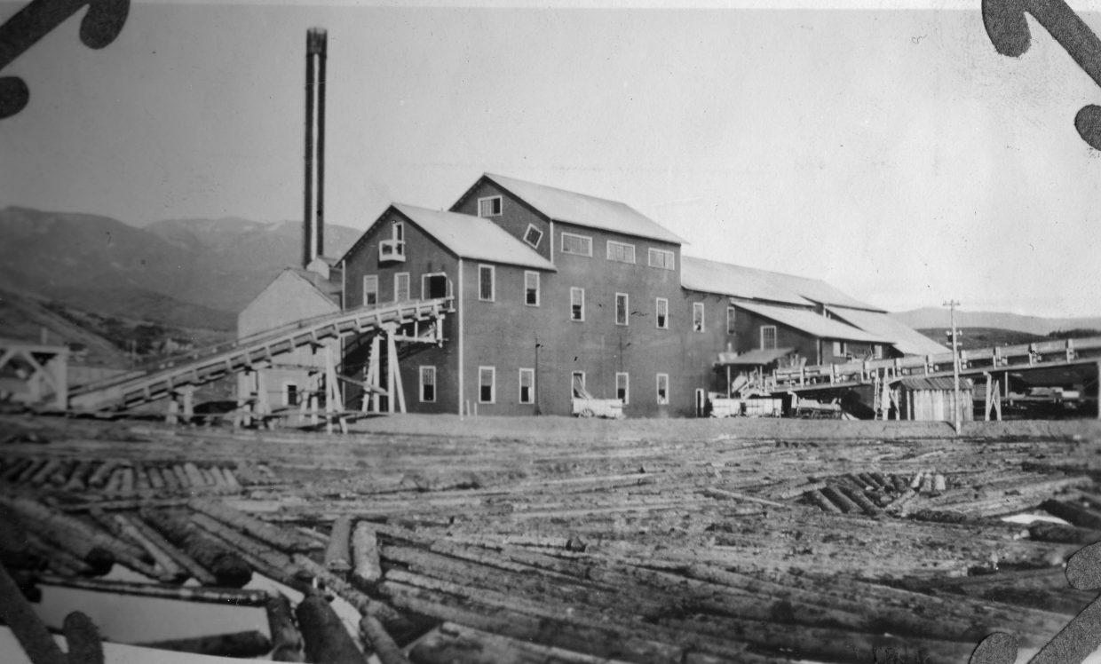 Timber cut on Sarvis Creek in the early 20th century was destined for the Sarvis Creek Mill and Lumber Co. near Steamboat Springs. A clue to the location of the timber mill can be seen in the presence of Storm Peak in the background.