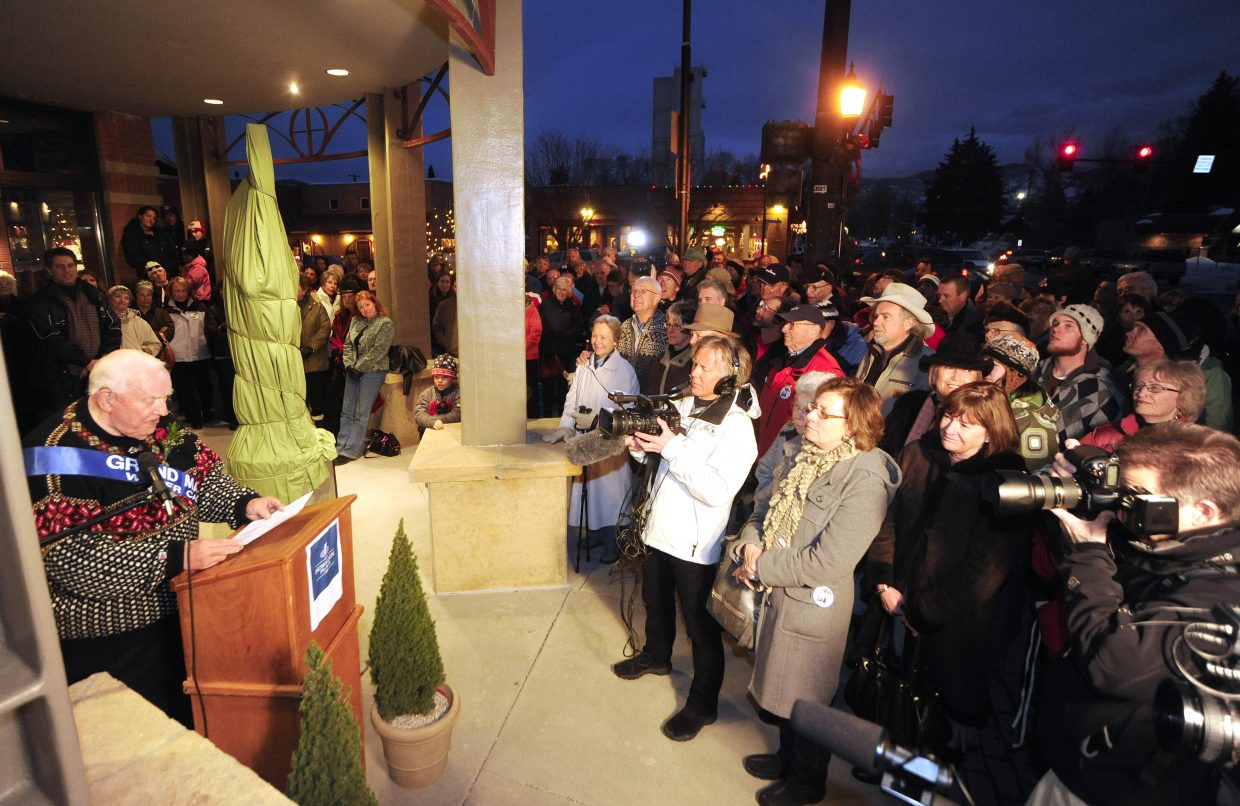 Leif Hovelsen speaks to the crowd Friday night before the unveiling his father's statue.