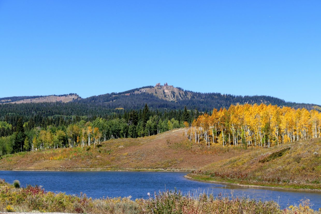 Fall begins to take shape up Rabbit Ears Pass.