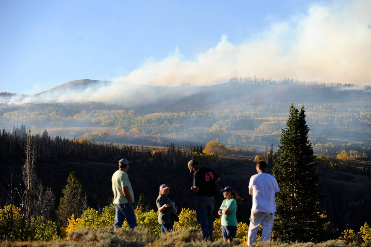 People watch the Silver Creek Fire from Gore Pass.