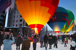 VIDEO: Hot air balloons light up the night