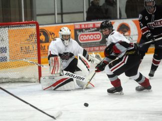 Defense not enough to pull off victory for Sailors hockey