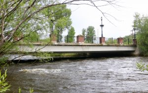 Runaway teen found in Steamboat, jumps in Yampa River to evade police