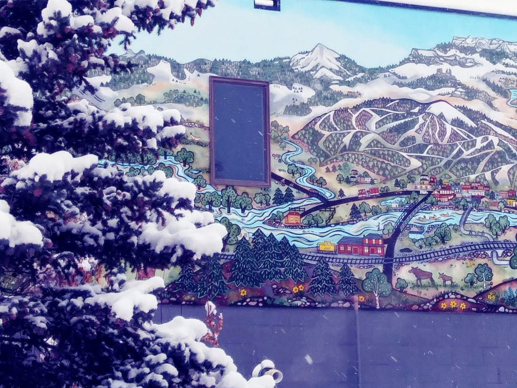Photos bridge and mural near rescue bldg on Yampa St