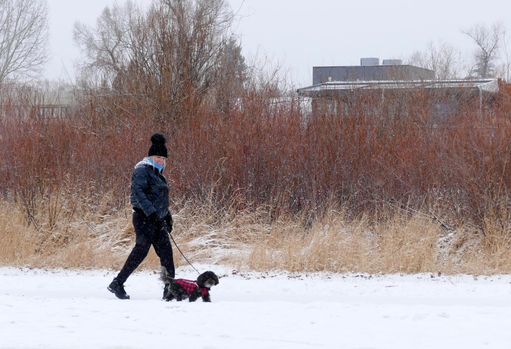 I ventured out today and went by Howelsen Hill to get some fun pictures of people enjoying our wintery weather.